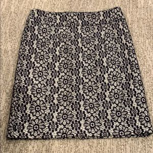 Banana Republic black & white flowered skirt